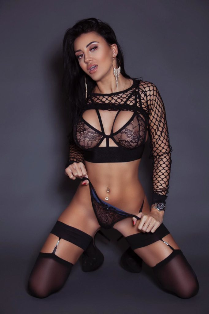 Enjoy perks of sleeping with high profile females from Los Angeles Escorts